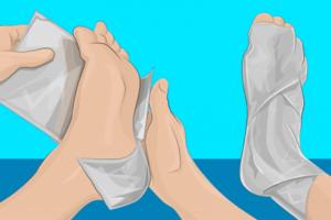 Τύλιξε τα πόδια της με αλουμινόχαρτο για 2 ώρες. Μόλις μάθετε το λόγο θα τρίβετε τα μάτια σας!