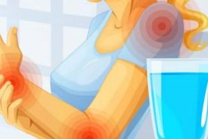 6 σημάδια ''καμπανάκια'' που δείχνουν ότι δεν πίνετε όσο νερό πρέπει και καταστρέφετε την υγεία σας!