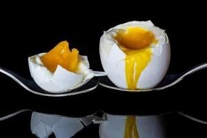 Σας έπεσε το αυγό στο πάτωμα; Μην απελπίζεστε! 3 εύκολοι τρόποι για να απομακρύνετε την μυρωδιά!