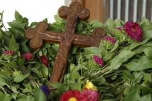 Η Ύψωση του Τιμίου Σταυρού - 14 Σεπτεμβρίου: Τι γιορτάζουμε και γιατί στις Εκκλησίες μοιράζεται βασιλικός;