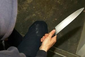 Σοκ στην Καλαμάτα: Γυναίκα επιτέθηκε με μαχαίρι στον κουμπάρο της!