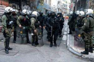 Συναγερμός στο κέντρο της Αθήνας! Επιχείρηση της ΕΛ.ΑΣ. σε υπό κατάληψη κτήριο! (Video)