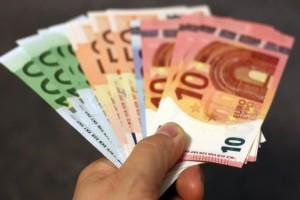 Κάτι σαν... κοινωνικό μέρισμα: Δείτε εδώ αν θα πάρετε 1.000 ευρώ!