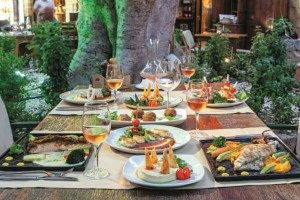 AUVERGNE CAFÉ: Το μαγαζί στην παλιά πόλη της Ρόδου με το εκπληκτικό φαγητό και κρασί!