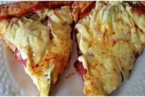 Πίτσα εξπρές με ζύμη που θέλει μόνο 2 υλικά!
