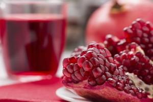 13+1 λόγοι που θα σας πείσουν να πίνετε ένα ποτήρι χυμό ρόδι την ημέρα!