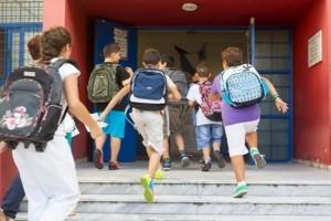 Αντίστροφη μέτρηση για το πρώτο κουδούνι της σχολικής χρονιάς!  Πόσο θα κοστίσει φέτος η σχολική τσάντα; (Video)