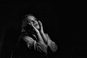 «Τι Με Κοιτάς Έτσι;»Ο συγκλονιστικός μονόλογος των Ρόδη –Κυφωνίδη στο θέατρο Αλκμήνη!