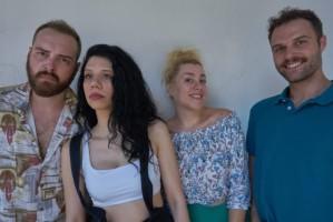 """""""Σούπερ Σος"""": Μια διαφορετική κωμωδία στο Θέατρο Θησείον"""