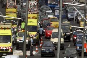 Χάος στην Αττική οδό λόγω τροχαίου! Μποτιλιάρισμα χιλιομέτρων!