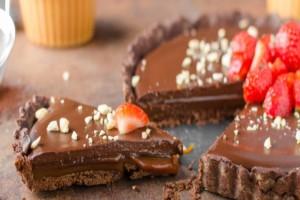 Πανεύκολη συνταγή για σοκολατένιο γλυκό ψυγείου!