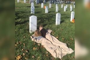 2 Αδερφάκια κοιμήθηκαν στον τάφο του νεκρού πατέρα τους! Όταν ξύπνησαν αποκάλυψαν στη μαμά τους κάτι συγκλονιστικό!