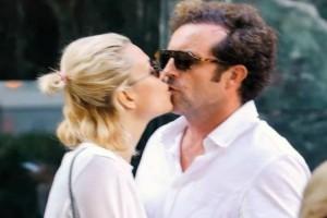 Μια άλλη η Βίκυ Καγιά: Τα παθιασμένα φιλιά με τον άντρα της! Δεν είχε δει κανείς τους φωτογράφους...