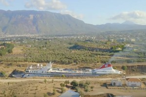 Κόβει την ανάσα: Το βίντεο με το μεγαλύτερο κρουαζιερόπλοιο που πέρασε ποτέ από τον Ισθμό της Κορίνθου!
