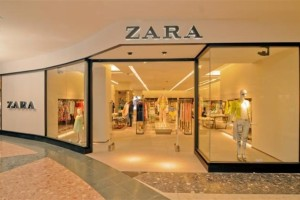 ZARA: Η μπλούζα που έχεις δει να είναι no 1 στο instagram κοστίζει μόλις 12 ευρώ!