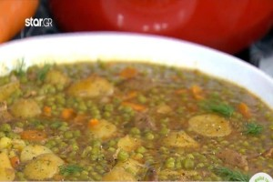 Φανταστική συνταγή για χοιρινό με πατάτες και αρακά! (Video)