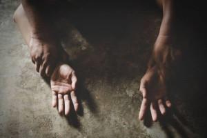 Φρίκη στο Πήλιο: 46χρονος βίαζε τη γυναίκα του και κακοποιούσε την ανήλικη κόρη του!