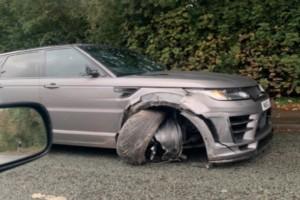 Σοκαριστικό τροχαίο για ποδοσφαιριστή: Διέλυσε το αμάξι του! (photos)