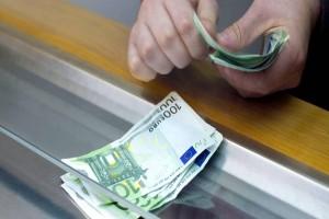 Τεράστια ανάσα: Τότε θα δοθεί το επίδομα των 2.000 ευρώ!