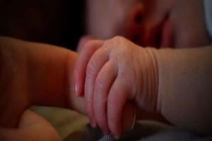 «Έπαθα σοκ!» Της είπαν ότι το μωρό της πέθανε στη γέννα όμως εκείνη δεν το είδε ποτέ! (Video)