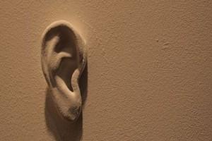 Πως βγήκε η φράση «και οι τοίχοι έχουν αυτιά»;