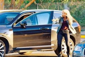 Άτιμη φτώχεια: Η τσάντα της Ελένης Μενεγάκη κοστίζει όσο ένα μεταχειρισμένο αυτοκίνητο!