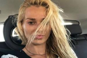 Γυναικάρα Βικτώρια Καρύδα: Έτσι είναι το πρόσωπό της χωρίς ίχνος μακιγιάζ! Κανένα φίλτρο!