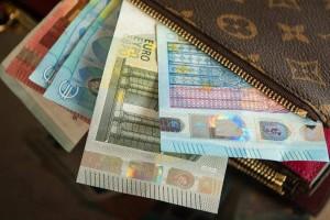 Κοινωνικό Μέρισμα: Τι ισχύει τελικά; Θα δοθούν τα ποσά των 500 ευρώ;