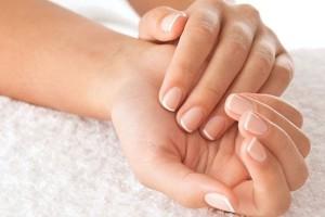 9+1 τρόποι που θα κάνουν τα νύχια σας πιο σκληρά και δεν θα σπάνε!