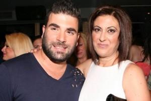 Χαμογελάει ξανά η Αθηνά Παντελίδου: Με μαύρη τουαλέτα στο γάμο του γιου της! Έτσι όπως δεν την έχετε ξαναδεί
