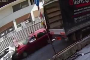Σοκαριστικό βίντεο με την παράσυρση γυναίκας από αυτοκίνητο στη Θεσσαλονίκη!