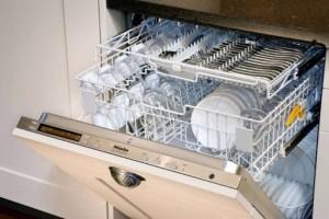 Το γνώριζες; Γιατί πρέπει να βάζεις πάντα ένα μπολ με ξίδι στο πλυντήριο πιάτων