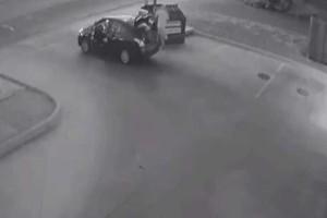 Βίντεο-ντοκουμέντο: Άνδρας πετά πτώμα γυναίκας σε κάδο σκουπιδιών!