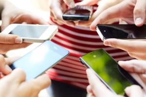 Πόσο μπορεί να συνδέεται η παχυσαρκία με τη χρήση smartphone;