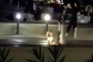 Χαμός στην Σύρο: Γυναίκα βγήκε από κότερο και άρχισε να χορεύει αισθησιακά στη μέση του δρόμου! (video)