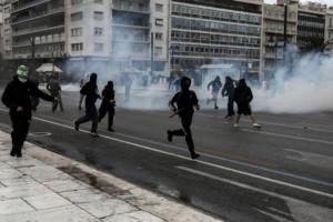 Χαμός: Επεισόδια στο φοιτητικό συλλαλητήριο! Τραυματίστηκαν φωτορεπόρτερ! (Video)