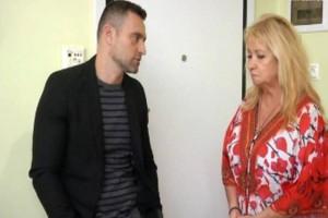 Διλήμματα: Ο γαμπρός της Μέλπως την πιέζει για να πείσει την κόρη της να γυρίσει σ' εκείνον. Αν δεν το κάνει θα χάσουν το σπίτι τους