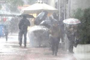 """Η """"Βικτώρια"""" δεν τα παρατάει: Καταιγίδες στον Πειραιά και στην Δυτική Αττική!"""
