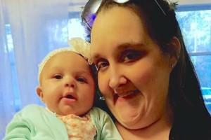 Μάνα και μωρό πεθαίνουν. Τότε η γιαγιά βλέπει κάτι σε μια φωτογραφία που ξεπερνά κάθε λογική...
