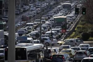 Αυξημένη κίνηση σε κεντρικούς οδικούς άξονες: Πού έχει μποτιλιάρισμα; (photo)