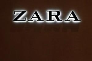 ZARA: Το παντελόνι με όψη δέρματος που πρέπει να αγοράσεις! Το φοράνε όλες φέτος!