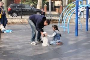 Θα πάθετε σοκ: Δείτε με τη ευκολία κάποιος μπορεί να κλέψει το παιδί μας!