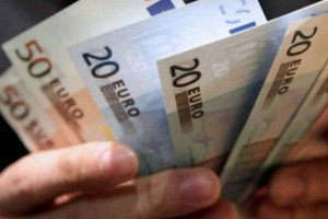 500 έως 800 ευρώ στους λογαριασμούς σας: Επίδομα ανάσα!