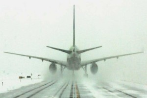 Προσγείωση-θρίλερ σε αεροδρόμιο: Ούρλιαζαν οι επιβάτες! (Video)