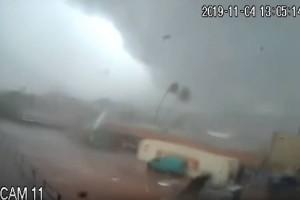 Βίντεο σοκ: Ανεμοστρόβιλος σαρώνει και... διαλύει εργοστάσιο στην Καλαμάτα!