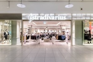 Stradivarius: Η μπλούζα που θα σε ''σώσει'' φέτος τον χειμώνα κοστίζει μόνο 9 ευρώ!