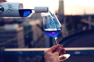 Το μπλε κρασί που κάνει θραύση σε όλο τον πλανήτη!