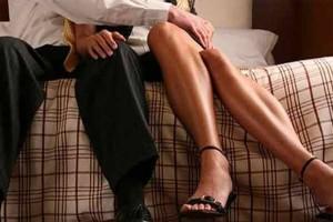 Ζωή, 32 ετών: Έχω σχέση με τον πεθερό μου. Δεν με αφήνει να κάνω παιδί με τον άντρα μου