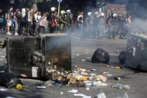 Νέα επεισόδια στην ΑΣΟΕΕ: Επιτέθηκαν σε δημοσιογράφους και φωτογράφους!