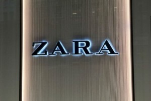 ZARA: Η τσάντα σε μαύρο χρώμα που πρέπει να αγοράσεις! Είναι must φέτος!